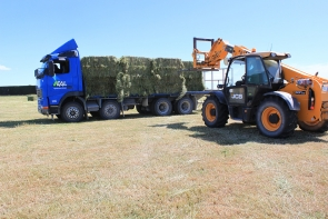 eal-group-contractors-baling-cartage-raking-mowing-wrapping-2